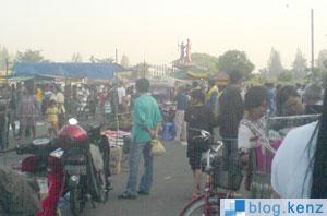 Sunday Market Stadion Manahan Solo